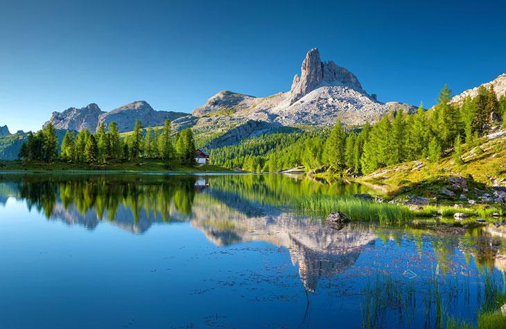 Die faszinierende Kombination aus Seeen und Bergen macht die Landschaft Südtirols so einmalig.